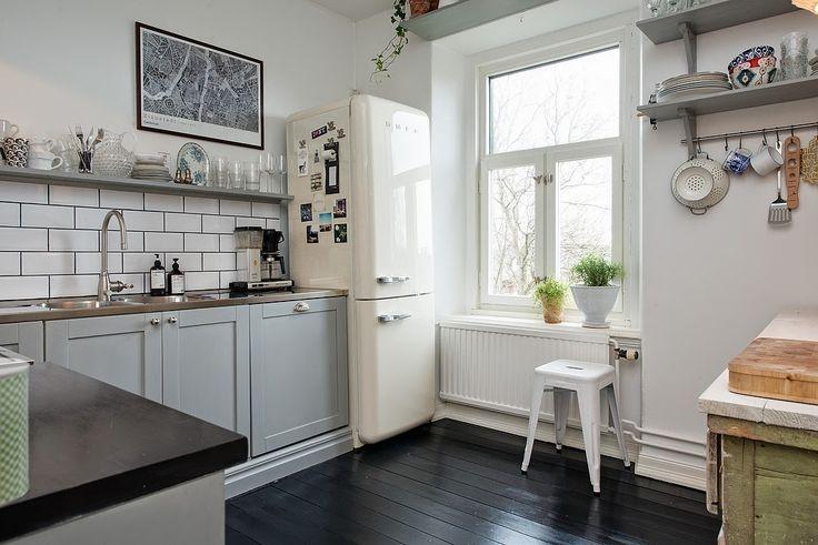 le r frig rateur smeg pour une cuisine au top moving tahiti. Black Bedroom Furniture Sets. Home Design Ideas