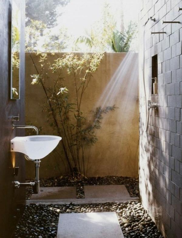 Une salle de bain en pleine nature moving tahiti for Modele petite salle de bain