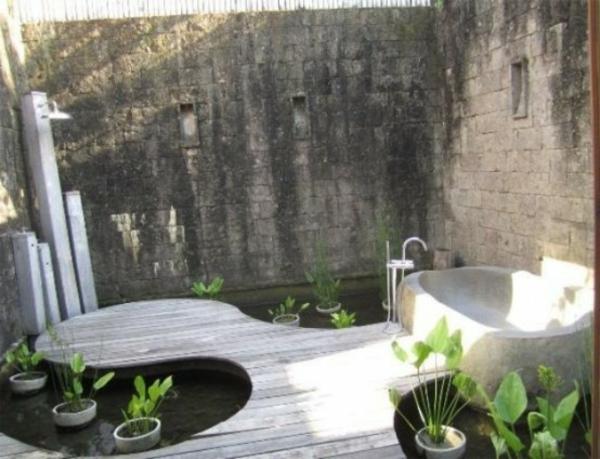 une salle de bain en pleine nature moving tahiti. Black Bedroom Furniture Sets. Home Design Ideas