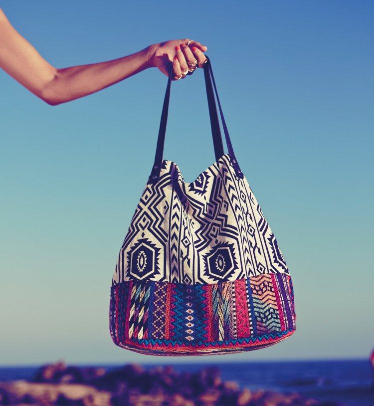 votre sac pour la plage moving tahiti. Black Bedroom Furniture Sets. Home Design Ideas