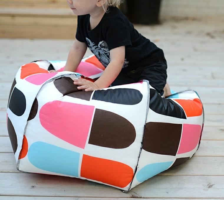 un pouf faire pour vos p 39 tits loups moving tahiti. Black Bedroom Furniture Sets. Home Design Ideas