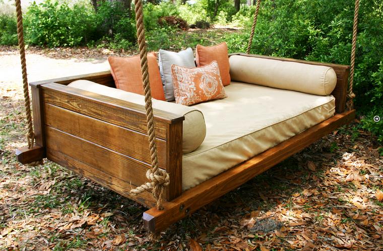 a avoir absolument chez soi le canap ou lit suspendu. Black Bedroom Furniture Sets. Home Design Ideas