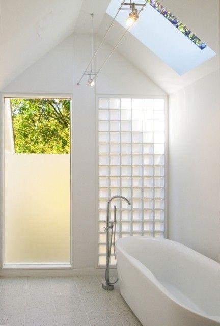 on craque pour des cloisons en briques de verre moving. Black Bedroom Furniture Sets. Home Design Ideas