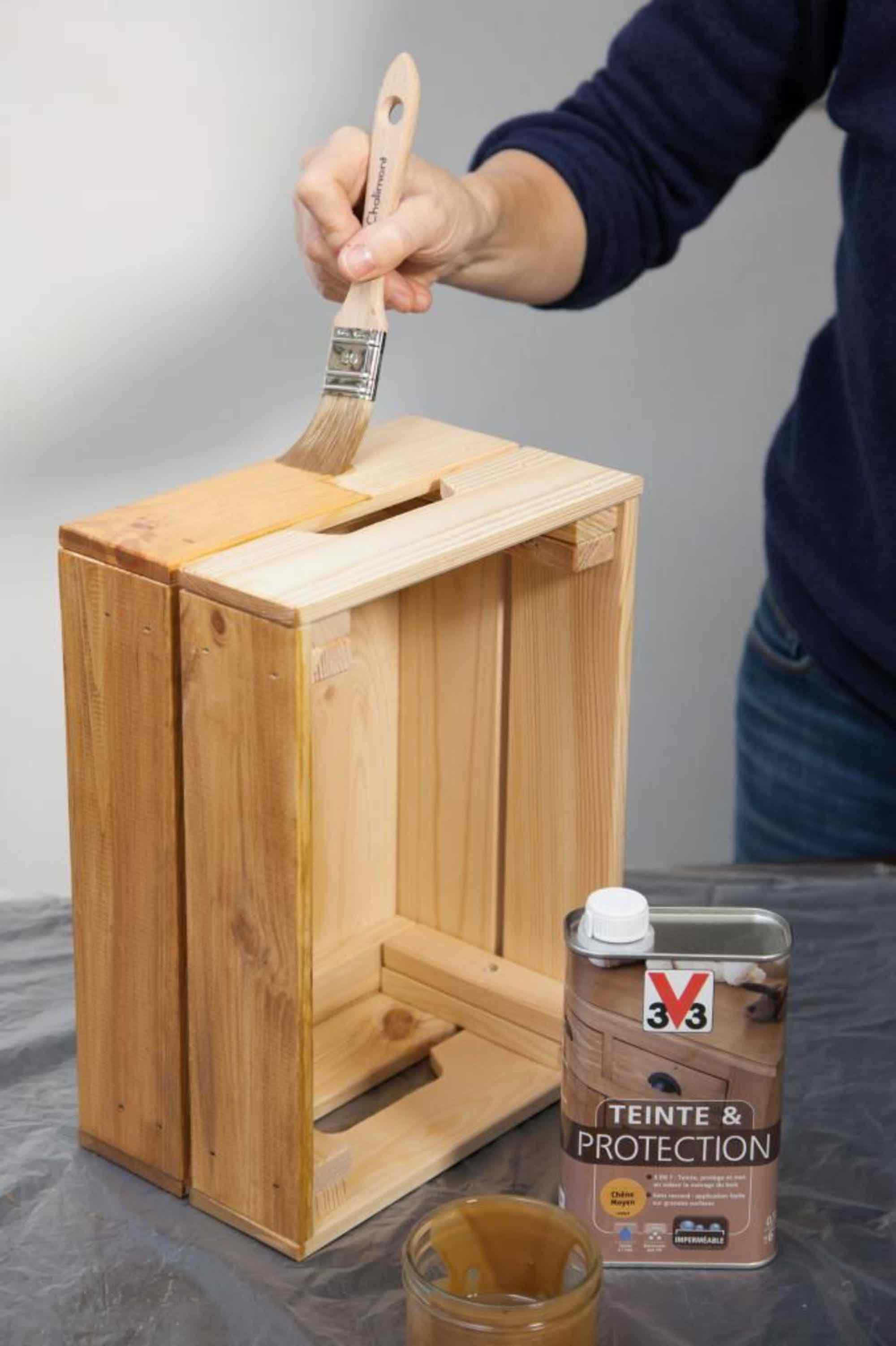 diy r alisez une table de nuit avec des caisses en bois moving tahiti. Black Bedroom Furniture Sets. Home Design Ideas