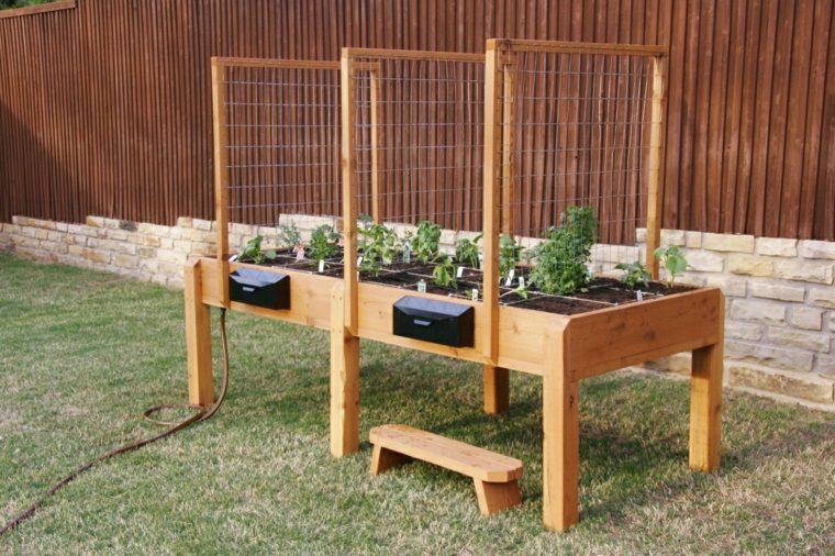 jardiner debout avec les meilleures collections d 39 images. Black Bedroom Furniture Sets. Home Design Ideas