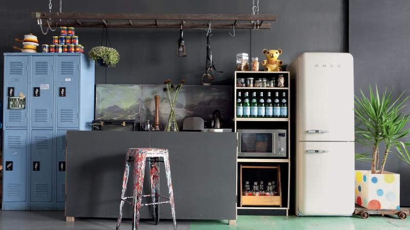 le smeg un frigo qui en jette moving tahiti. Black Bedroom Furniture Sets. Home Design Ideas